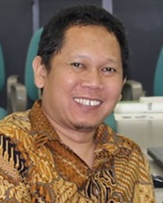 Dr. Bisyron Wahyudi